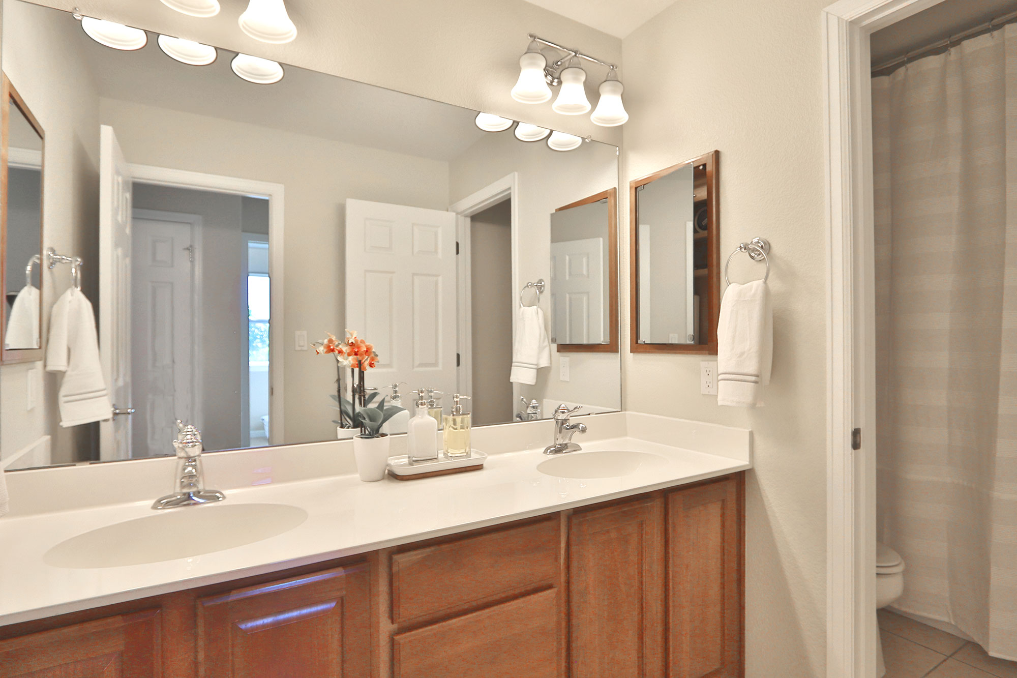 Elegant second double sink bathroom | 435 Paseo Roja Place, Rio Rancho Home  for Sale